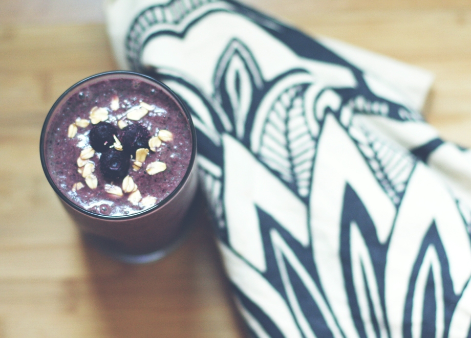 Blueberry-Oatmeal-Breakfast-Smoothie
