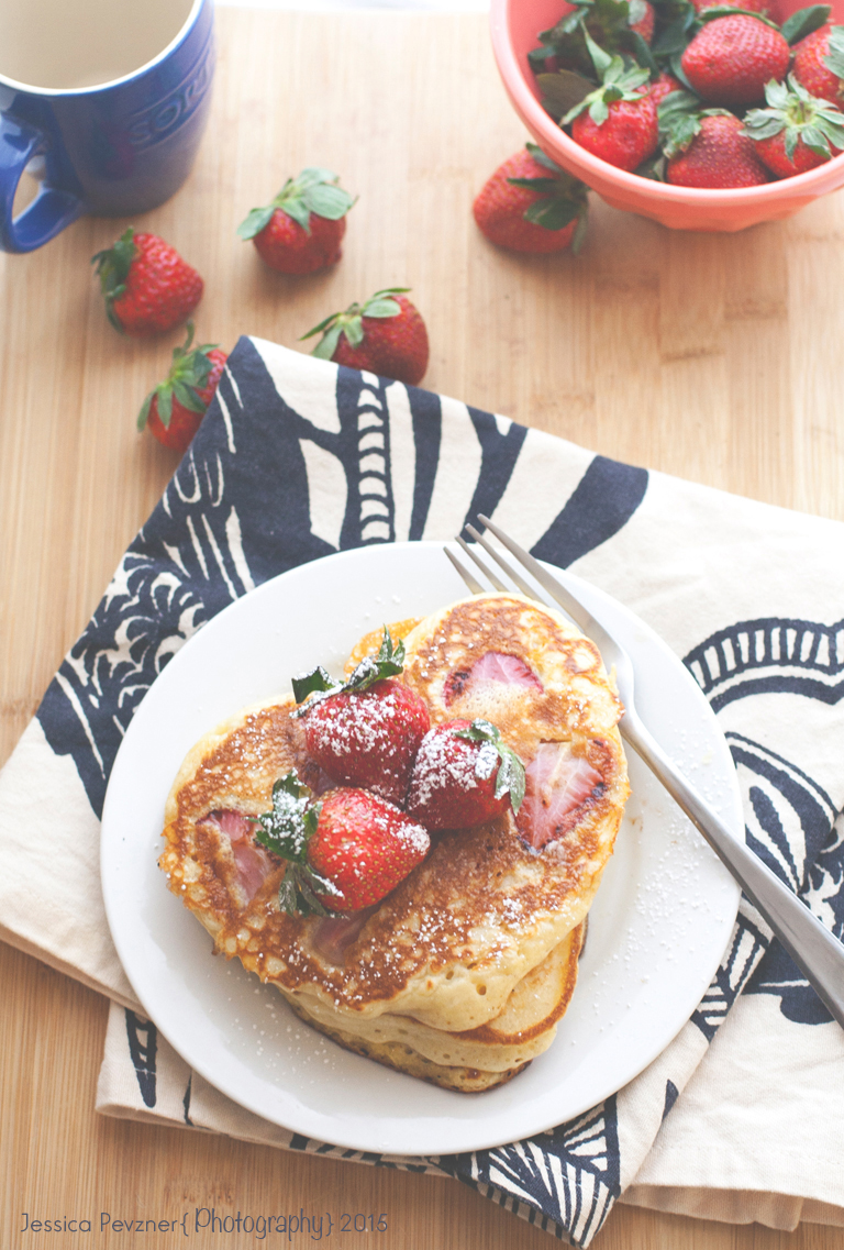 strawberry-buttermilk-pancakesLH4